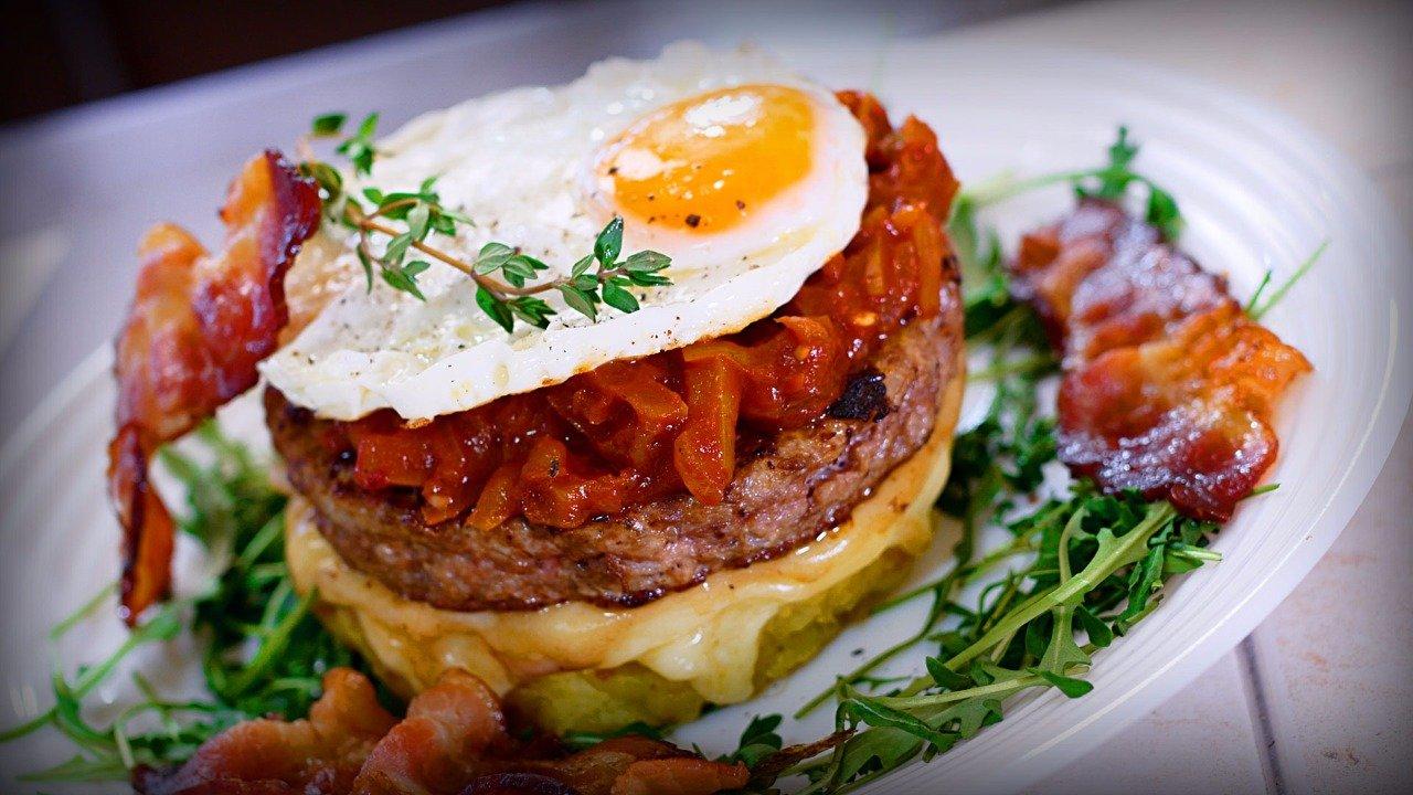 Бургер с картофельным рёсти и соусом BBQ