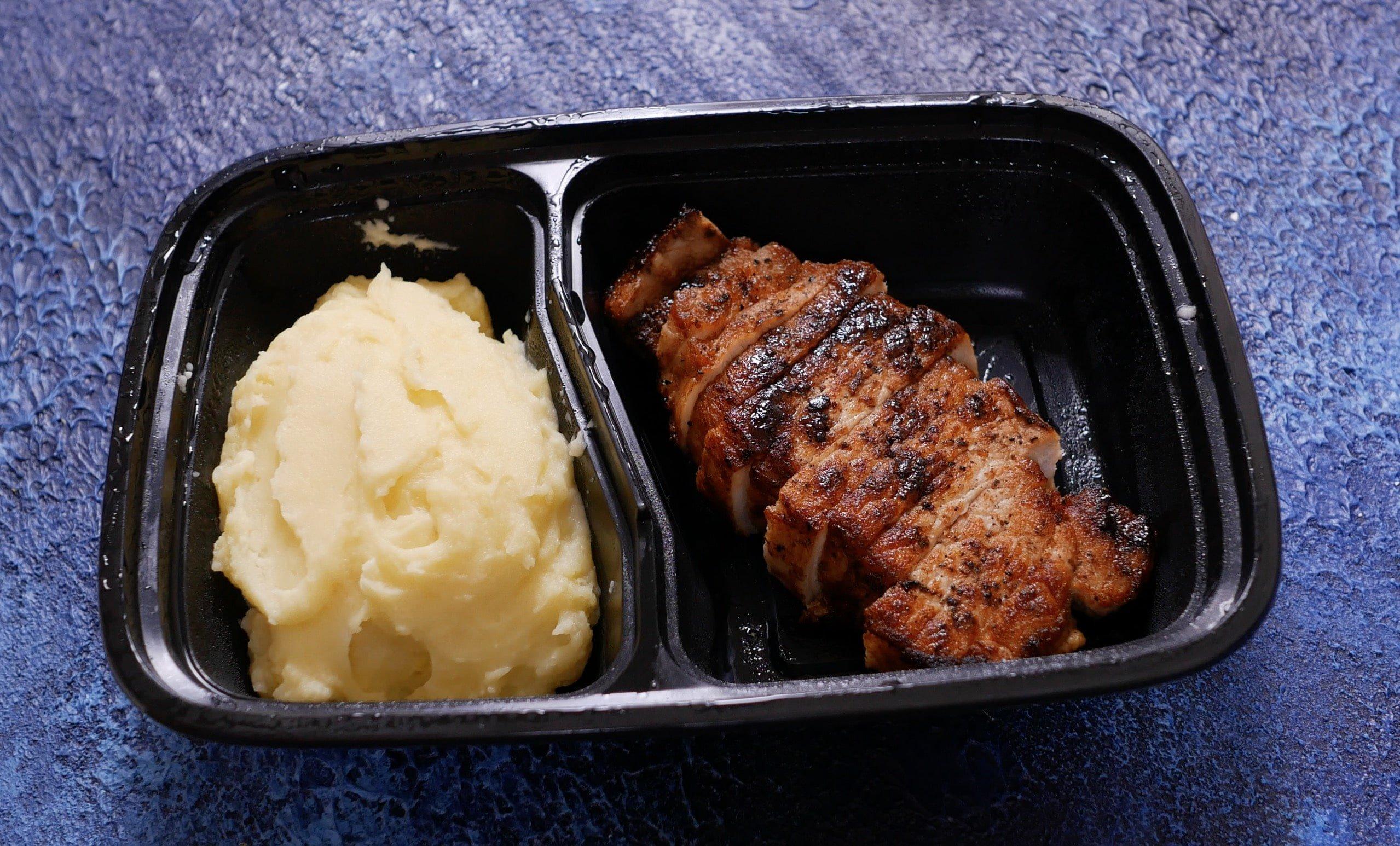 Стейк из свинины с пюрешкой