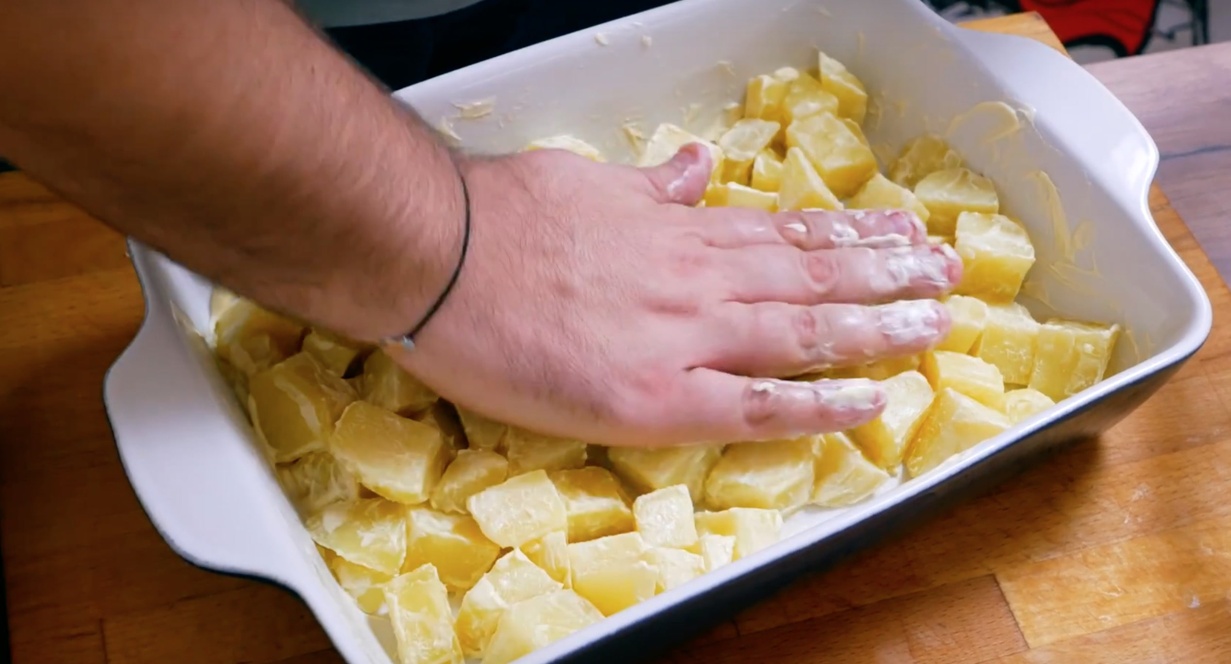 Выкладываем картошку