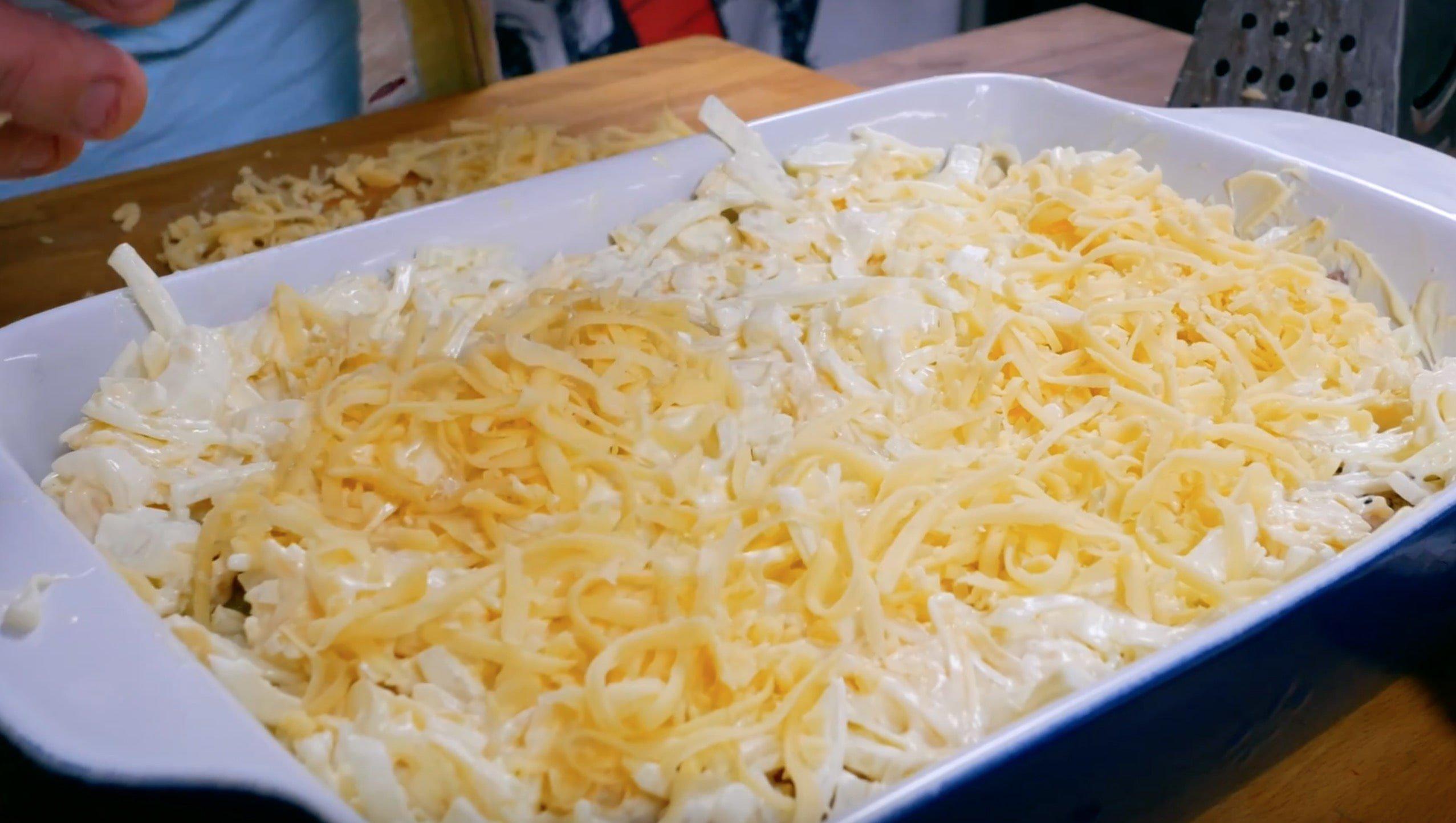 Немного добавим сыра сверху