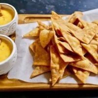 Рецепт кукурузных НАЧОС с КЕСО | Мучачос, повторяйте.