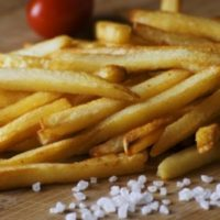 Вот почему в заказах недовес!;) Вред картофеля фри...