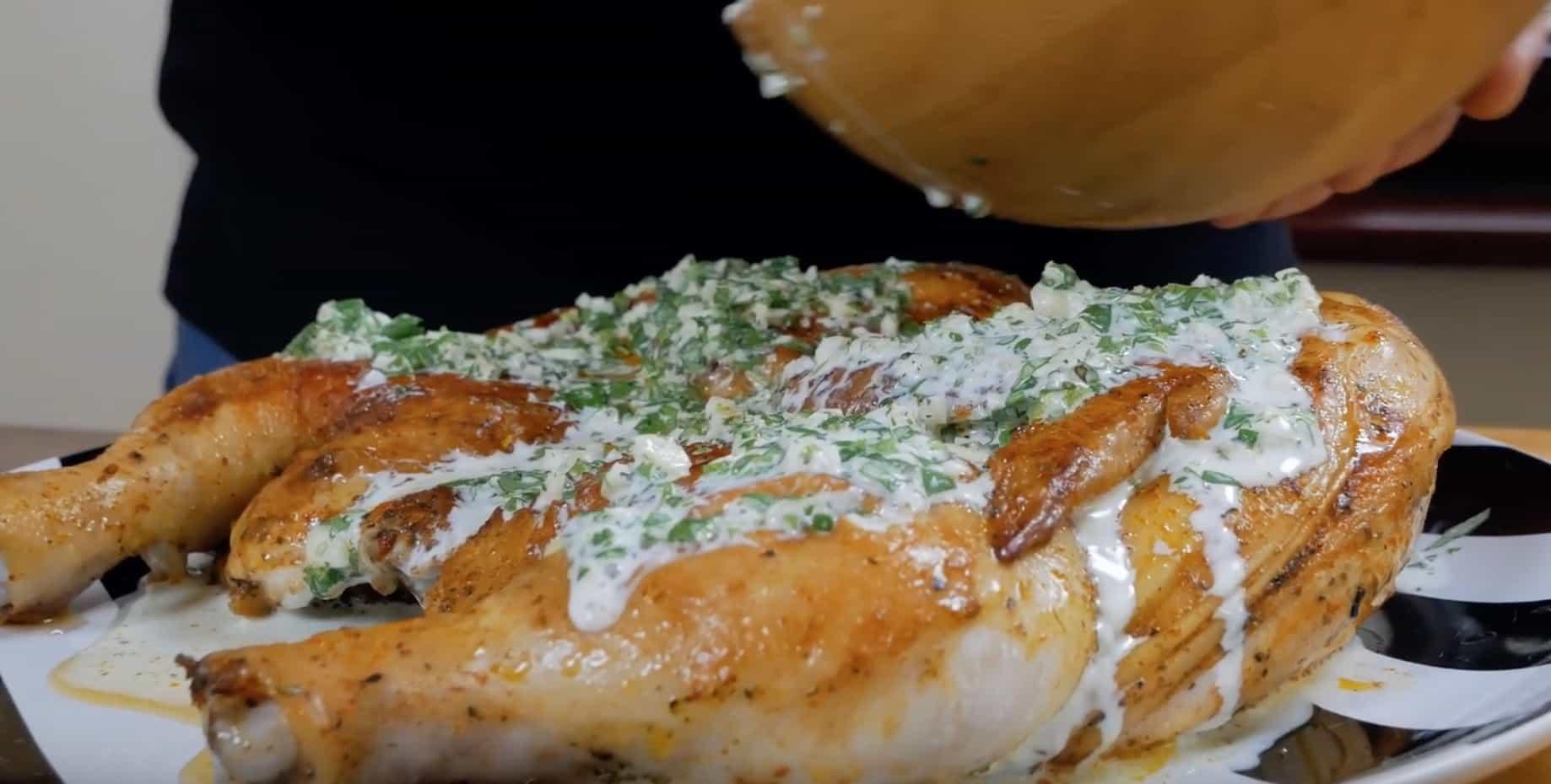 Когда цыпленок готов, заливаем его нашим соусом и даем постоять минут 5-7, чтобы ароматы разошлись 2