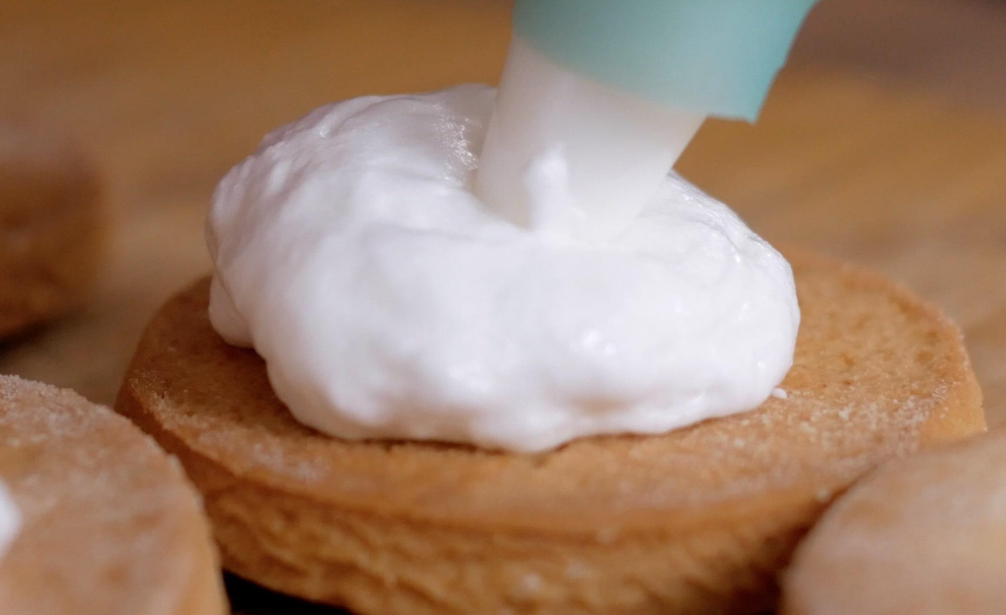 Теперь наши готовые белки мы можем добавлять на печенья