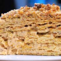 Торт Наполеон по необычному рецепту. Карамельный наполеон с орехами